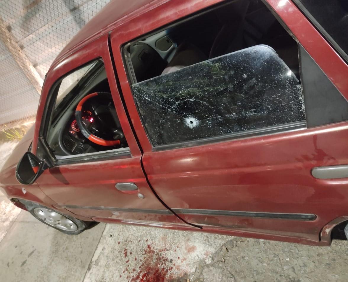 Três são presos e suspeita é baleada, com filha no carro, após perseguição e troca de tiros em BH