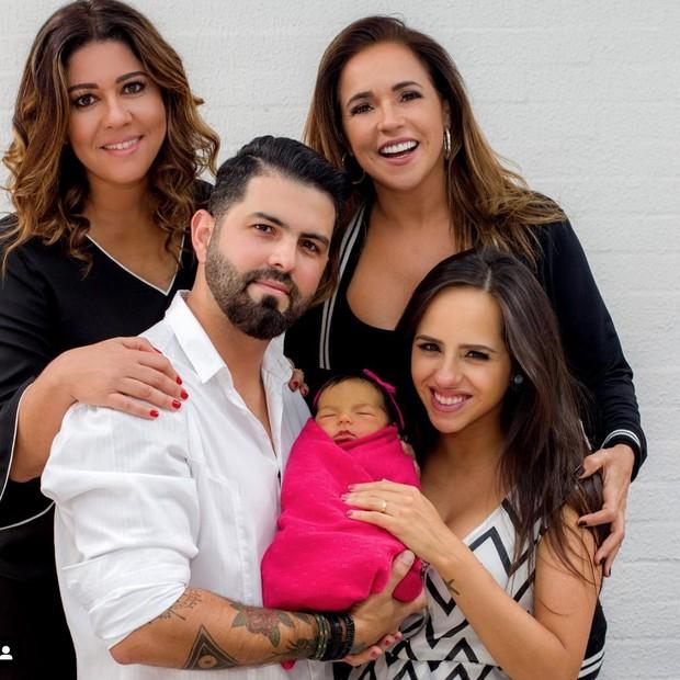 Daniella Mercury posa com a família e comemora o anivers (Foto: Reprodução/Instagram)