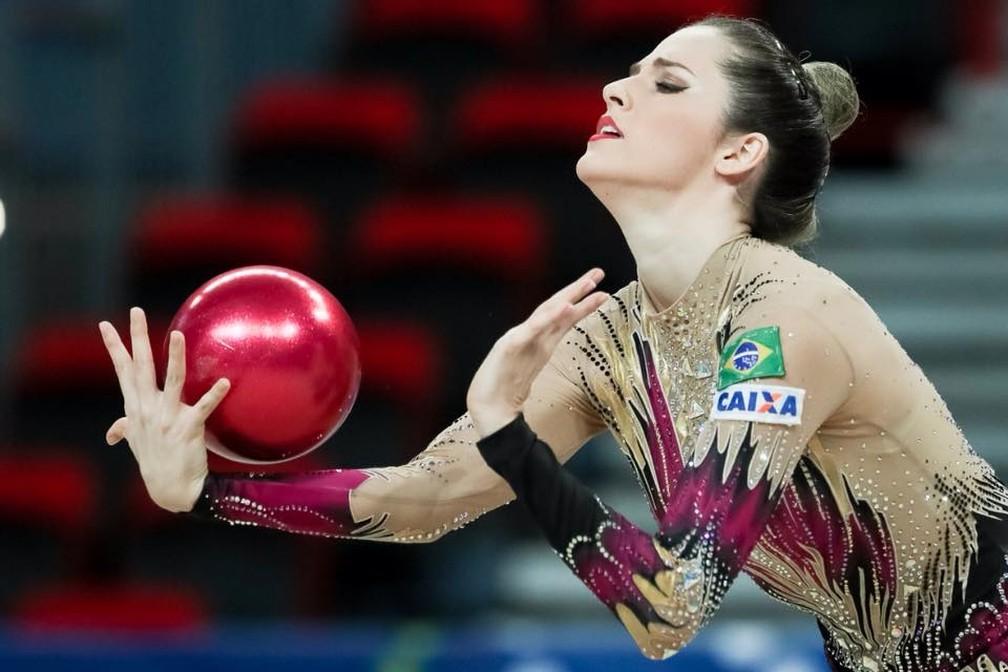 Natália Gaudio levou a medalha de ouro na bola (Foto: Ricardo Bufolin/CBG)