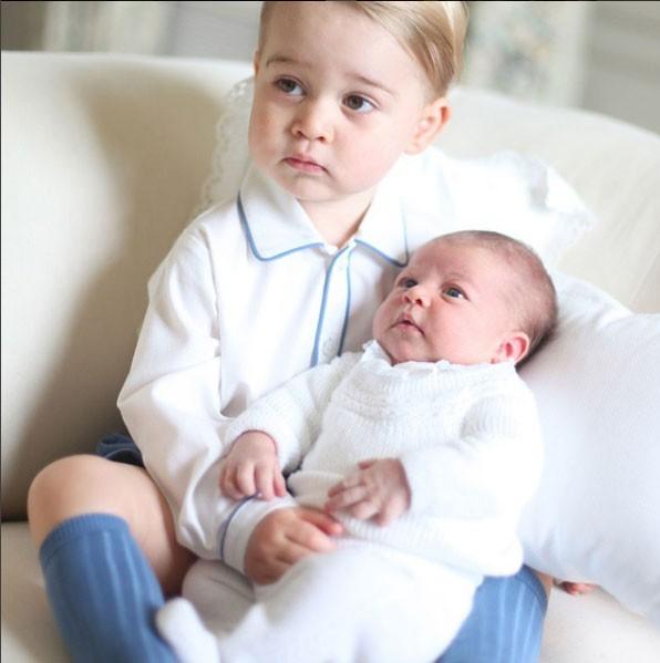 Amor de irmãos com George e Charlotte (Foto: Reprodução - Instagram)
