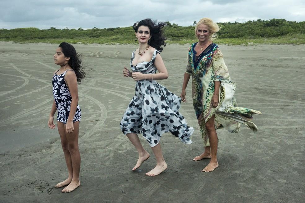 Hebe representada nas 3 gerações pelas atrizes: Andrea Beltrão, Valentina Herszage e Isabella Casarini — Foto: Fábio Rocha