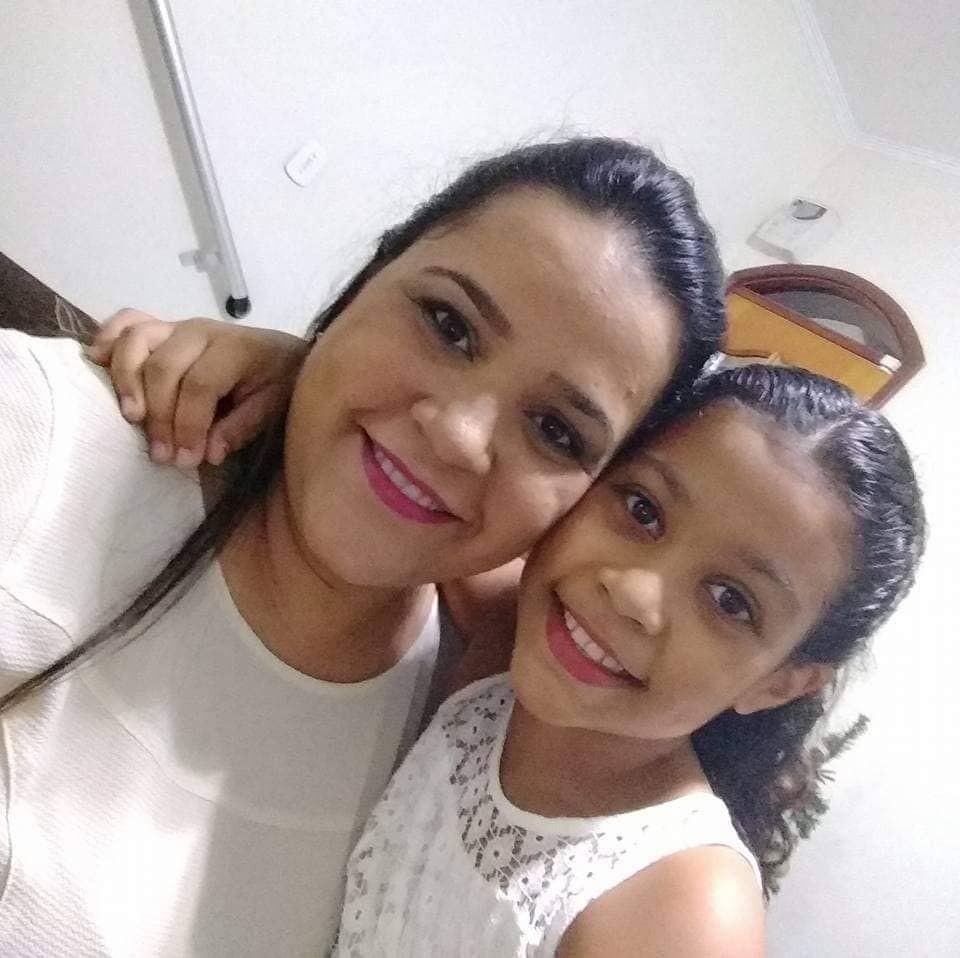 Aline com a filha Júlia (Foto: Arquivo Pessoal)