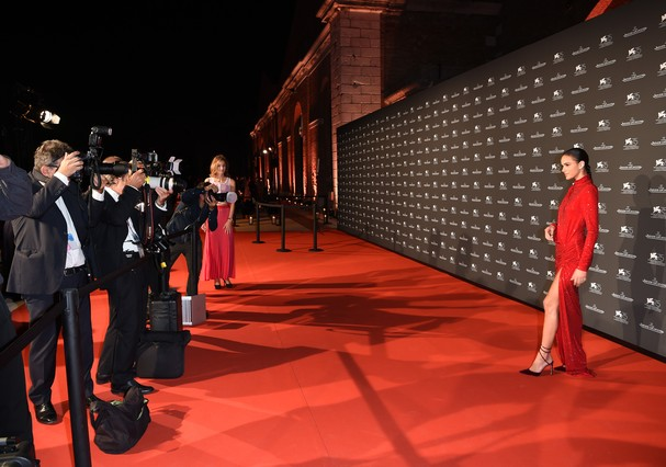 VENICE, ITALY - SEPTEMBER 04:  Bruna Marquezine arrives for the Jaeger-LeCoultre Gala Dinner during the 75th Venice International Film Festival at Arsenale on September 4, 2018 in Venice, Italy.  (Photo by Antony Jones/Getty Images) (Foto: Getty Images)