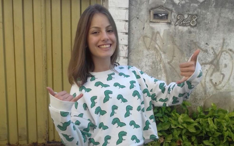 Tamires Paula de Almeida foi morta a facadas na escadaria de prédio onde morava em Goiânia (Foto: Reprodução/Arquivo pessoal)