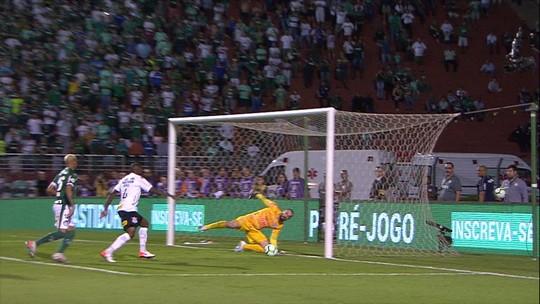 Coelho faz treino de saída de bola e coloca goleiros para trabalhar com os pés no Corinthians