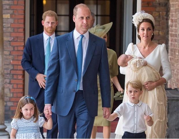 Família real no batizado do Príncipe Louis (Foto: Reprodução/Instagram)