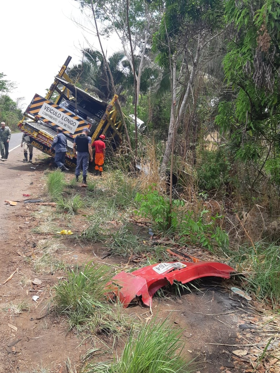 Até o momento foi descartada uma possível manobra de ultrapassagem do carro, porém a causa ainda está sendo investigada — Foto: Divulgação/Polícia Rodoviária Federal