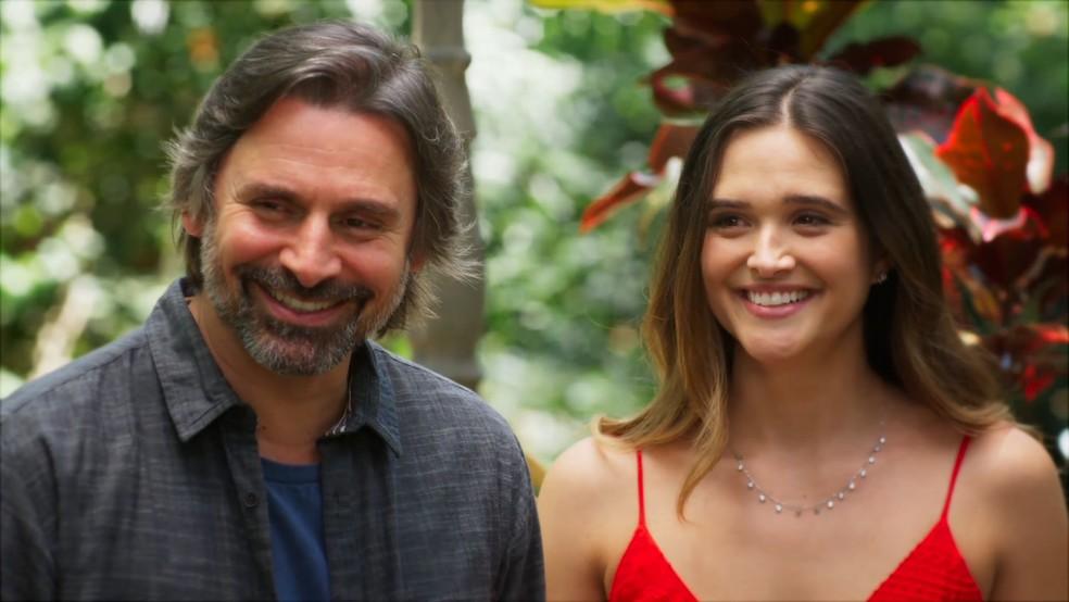 Mário (Murilo Rosa) e Luna (Juliana Paiva) ficam surpresos com revelação de Helena (Juliana Paiva) em 'Salve-se Quem Puder' — Foto: Globo