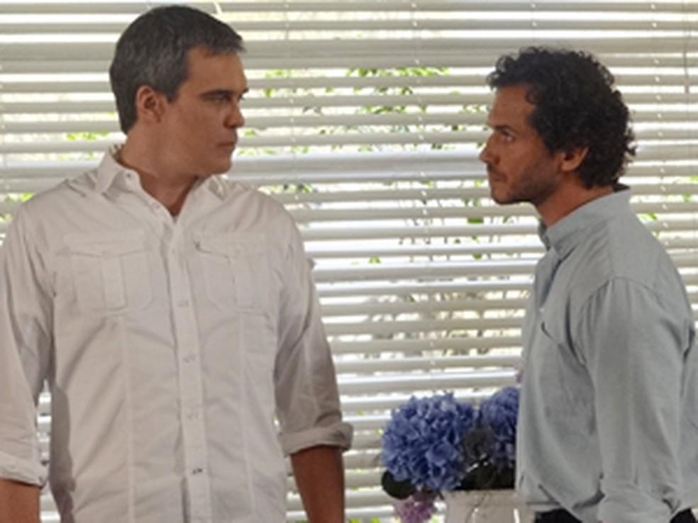 René diz que se arrepende de ter maltratado Griselda e Guaracy escuta em 'Fina Estampa' — Foto: Globo