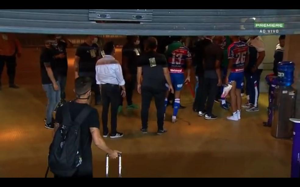 Dirigentes de Atlético-MG e Fortaleza discutem após jogo pelo Brasileiro, no Mineirão — Foto: Reprodução/Premirere