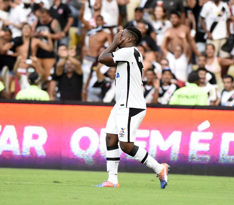Thalles comemora gol contra o Ceará no jogo decisivo da Série B de 2016 (Foto: Andre Durão)