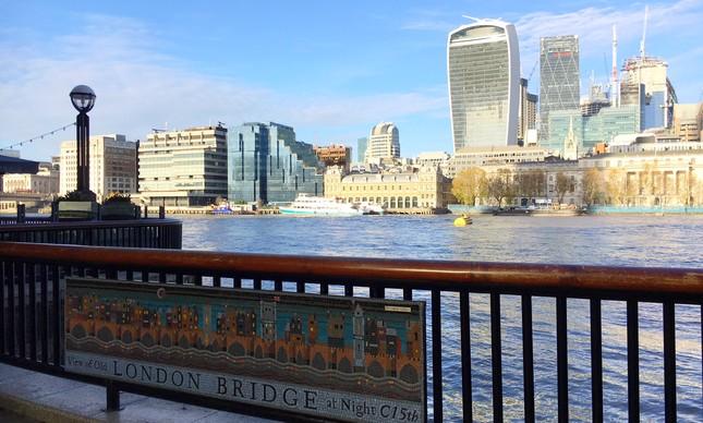 Caminho da Millennium Bridge para Potters Fields Park