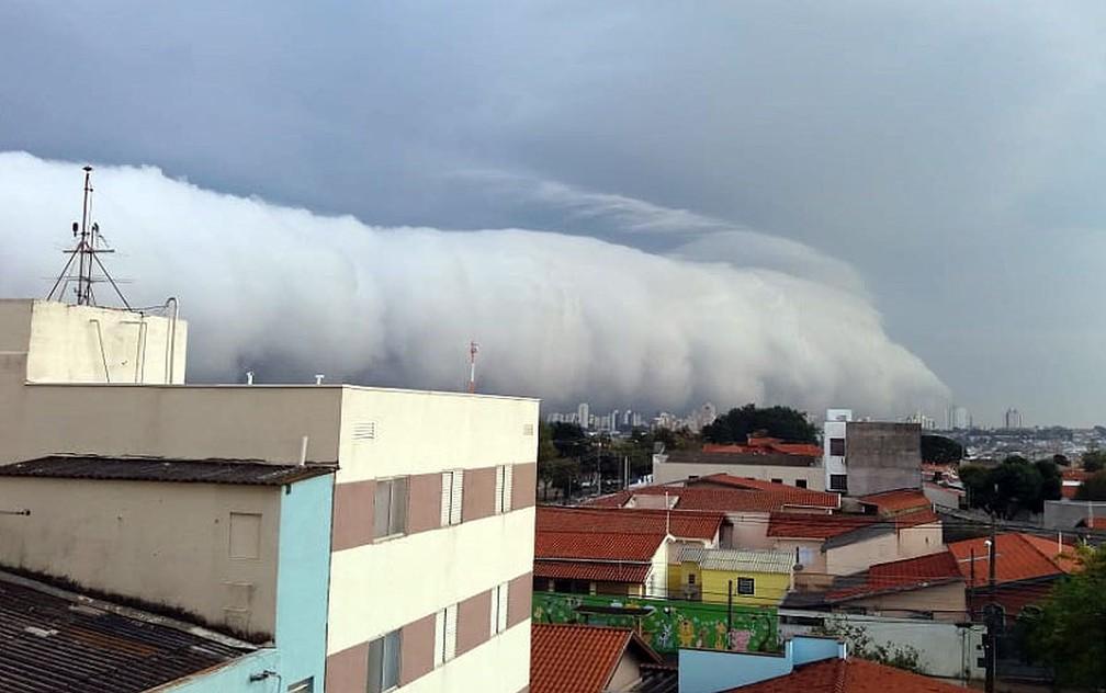 Nuvem chama atenção em Campinas — Foto: Jacira Casellatto/Arquivo pessoal