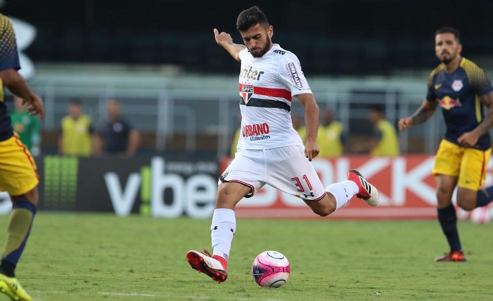 Liziero em ação pelo São Paulo contra o RB Brasil (Foto: Rubens Chiri/saopaulofc.net)
