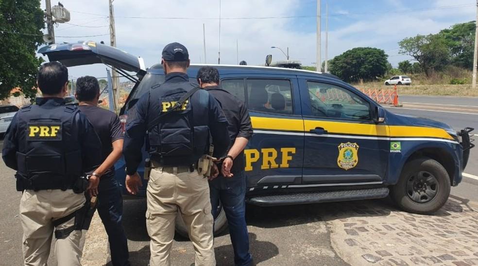 Homens foram presos pela PRF em Teresina. — Foto: Divulgação/PRF