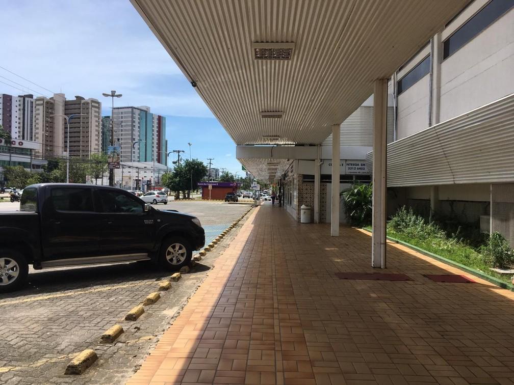 SÃO LUÍS (MA) - Shopping ficou vazio no bairro Renascença, em São Luís. — Foto: Rafaelle Fróes/G1 MA