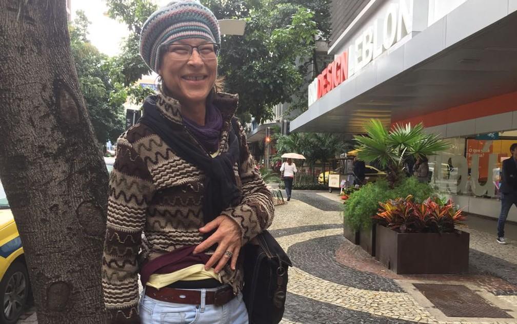 Muitas roupas e gorro para enfrentar a tarde fria no Rio (Foto: Káthia Mello/G1)
