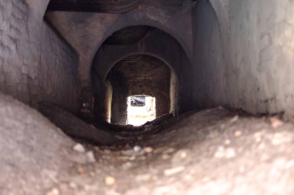 Os corpos teriam sido colocados nestes fornos da Usina Cambaíba, em Campos — Foto: Letícia Bucker/G1