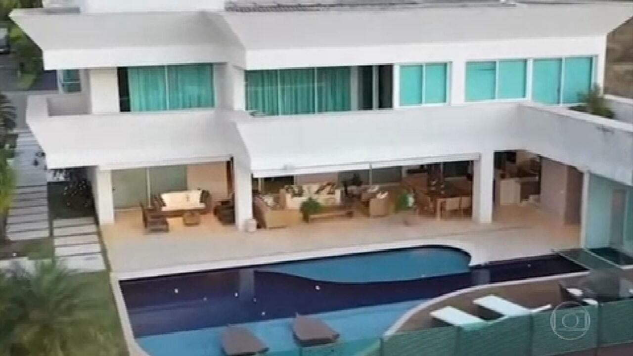 Flávio Bolsonaro compra casa de quase R$ 6 milhões em área nobre de Brasília