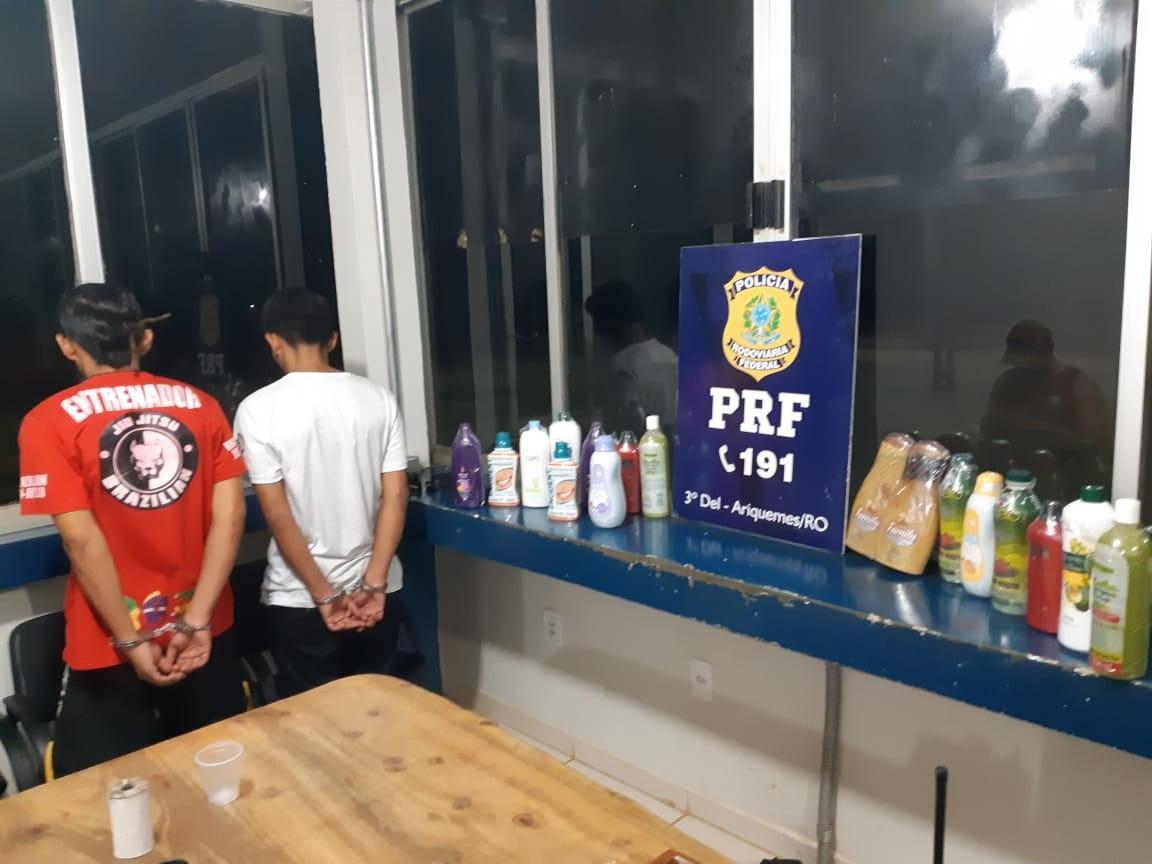 Equatorianos são presos com cocaína diluída em xampu, na BR-364 - Notícias - Plantão Diário