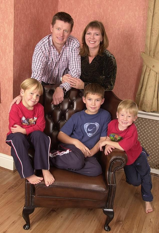 Richard Mason, os filhos e a ex-mulher Kate anos antes da descoberta (Foto: Arquivo pessoal)