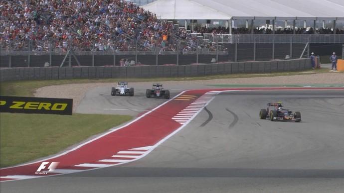 Fernando Alonso empurra Felipe Massa para fora da pista no GP dos EUA (Foto: Divulgação)