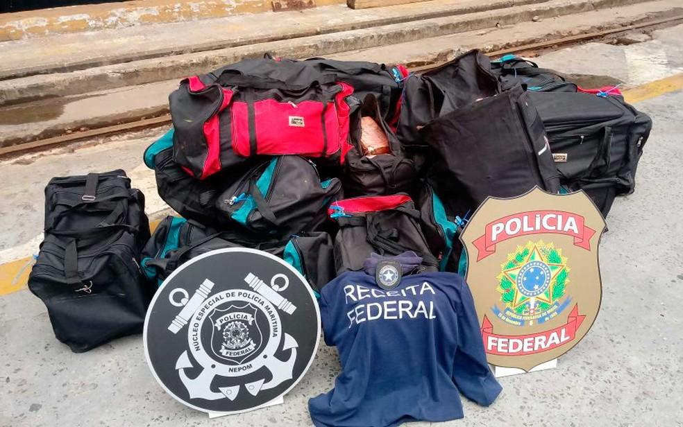 Bolsas onde 541kg de cocaína foram achadas no porto de Salvador (Foto: Divulgação/Receita Federal)