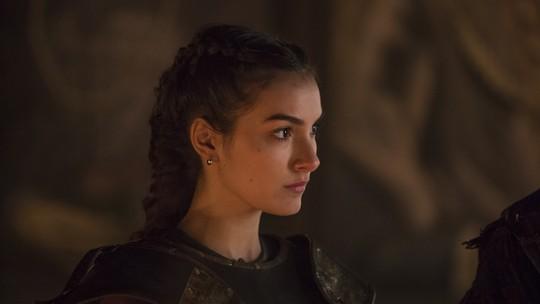 Selena recebe importante missão: levar o inquisidor ao castelo