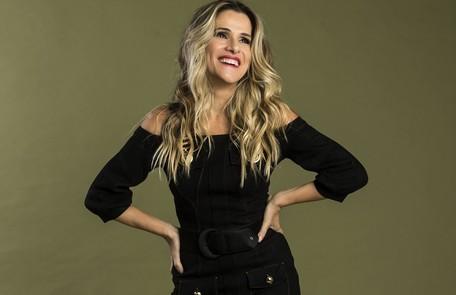 Na quinta-feira (8), Silvana (Ingrid Guimarães) assinará o contrato para publicar a sua biografia pela editora Prado Monteiro TV Globo