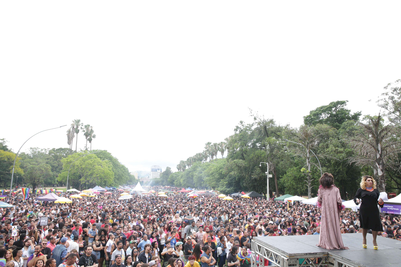 Com tema 'Resistir para não morrer', Parada Livre reúne milhares em Porto Alegre - Radio Evangelho Gospel