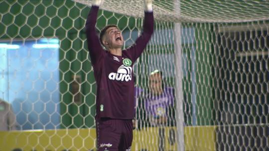 """Ricardo Oliveira perde pênalti, amplia jejum no Atlético-MG, mas ganha elogio do técnico: """"Baita líder"""""""