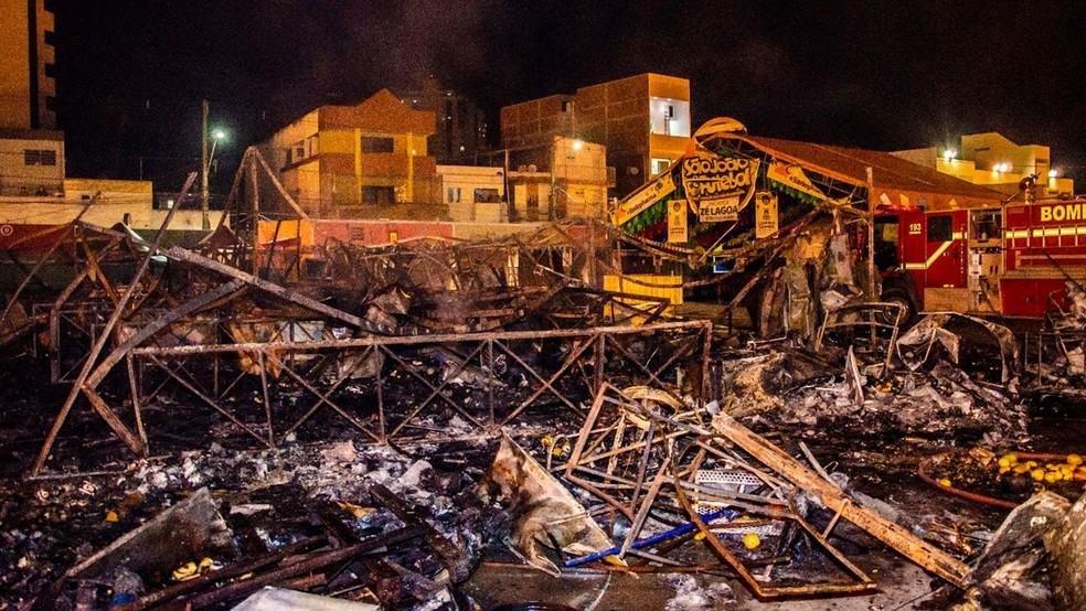 Incêndio destruiu 24 barracas no Parque do Povo durante São João 2018 de Campina Grande (Foto: Renan Zott/Arquivo pessoal)