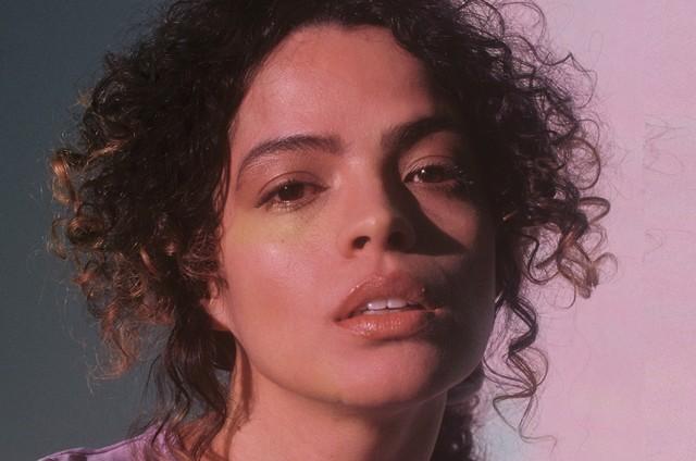 Raquel Villar interpreta Jasmin em 'DOM' (Foto: Divulgação)