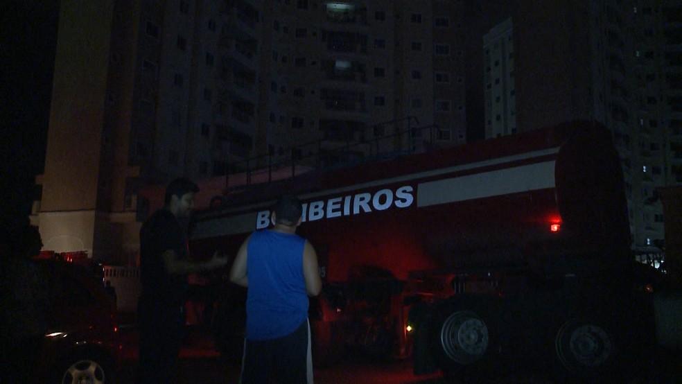 Energia foi interrompida por conta do incêndio no condomínio em São Luís — Foto: Reprodução / TV Mirante