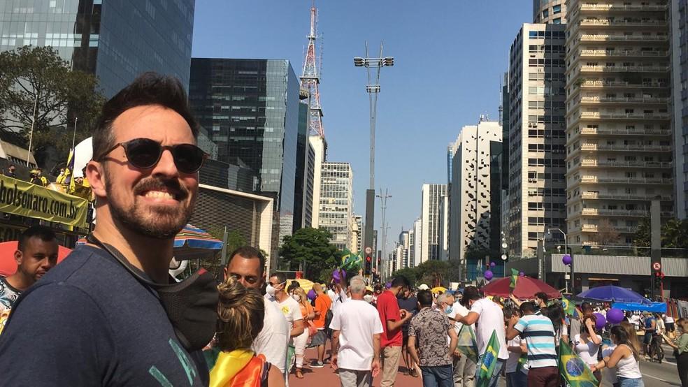 Manifestantes usam camisetas brancas em ato na Paulista — Foto: Deslange Paiva/G1