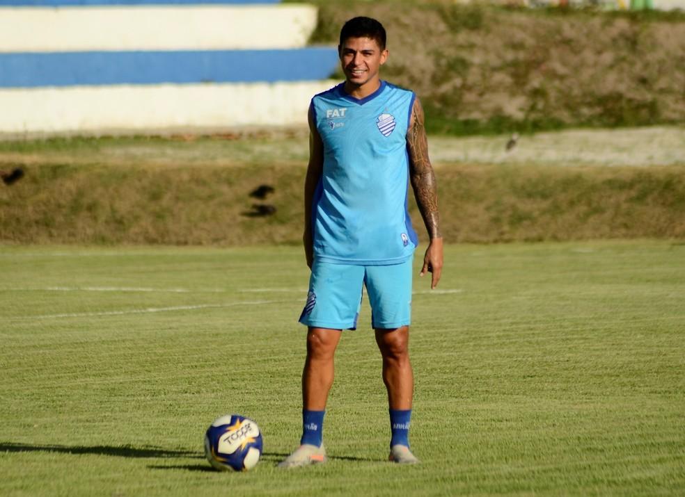 Titular da equipe azulina antes da parada, Renatinho se recupera de uma lesão no joelho — Foto: Augusto Oliveira/Ascom CSA