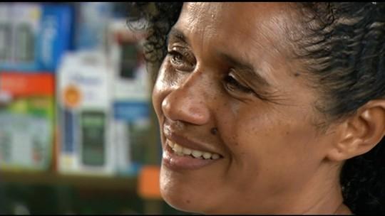Dona de casa devolve carteira com R$ 200 e documentos que achou em rua