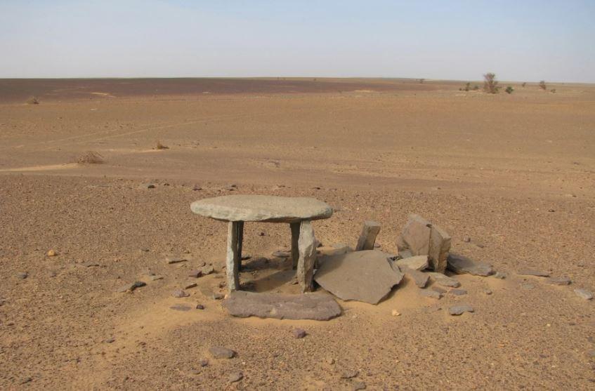 Estruturas misteriosas são descobertas no Saara (Foto: Nick Brooks e Joanne Clarke)