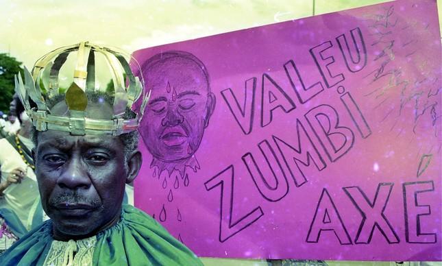 Na primeira Marcha Zumbi, em Brasília, 1995, homem encarna o herói do quilombo pernambucano