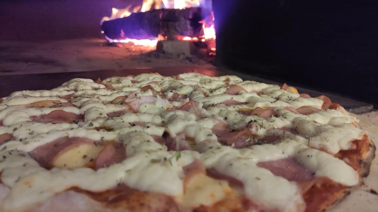 Pizza Cézanne leva lombo canadense e quatro queijos
