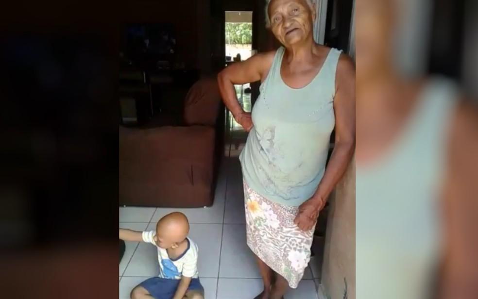 Avó pede peruca para neta de 5 anos que não tem cabelos, em Posse, Goiás — Foto: Arquivo Pessoal/Joelina Suares