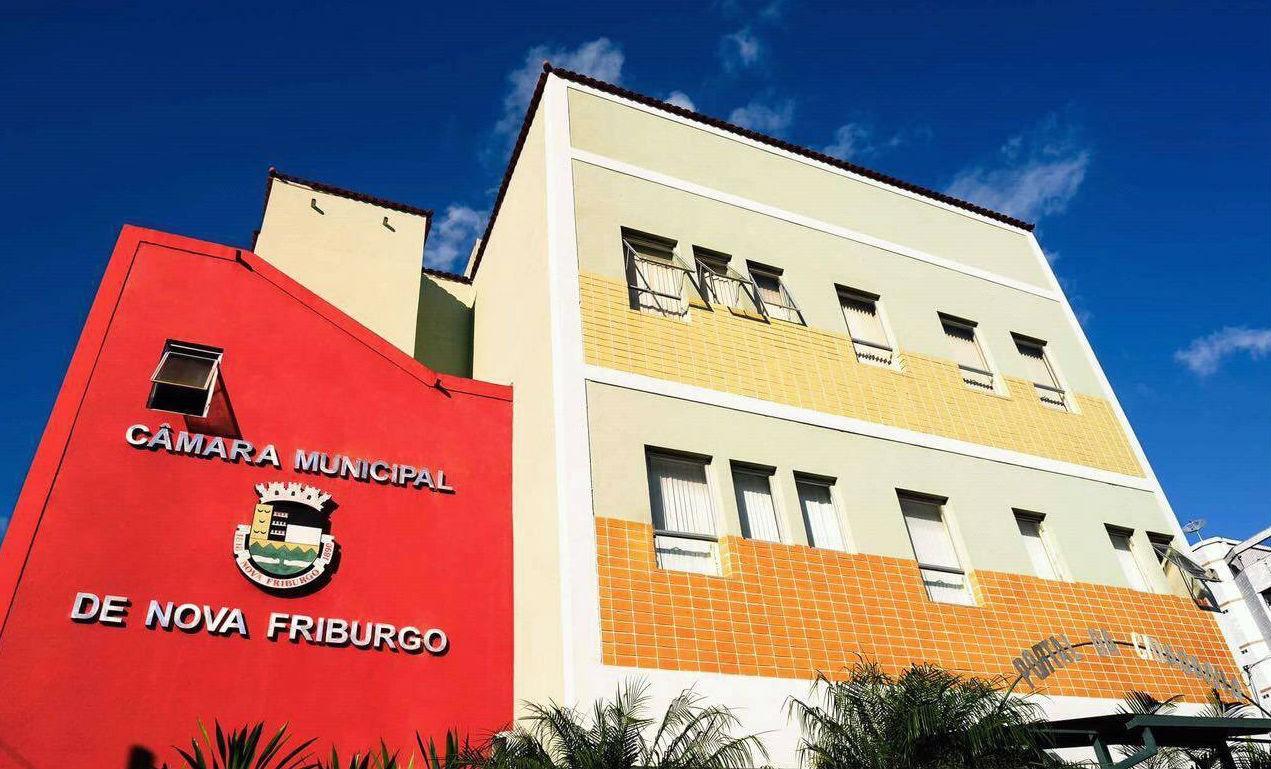 Audiência pública em Nova Friburgo, RJ, vai debater lei que visa padronizar anúncios e propagandas nas ruas