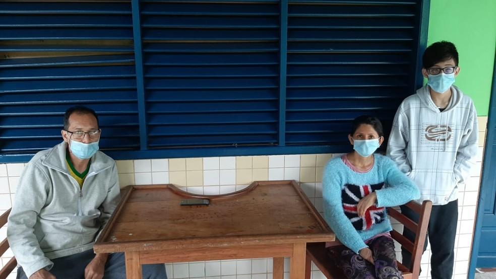 Hector Julio Villalba Castro com a esposa e filho — Foto: Jefson Dourado/Rede Amazônica Acre