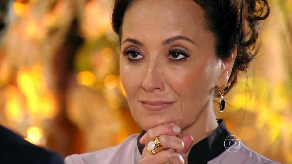 Guiomar (Cláudia Netto) se preocupa com obsessão de Alberto (Igor Rickli) por Ester (Grazi Massafera) - 'Flor do Caribe' — Foto: Globo
