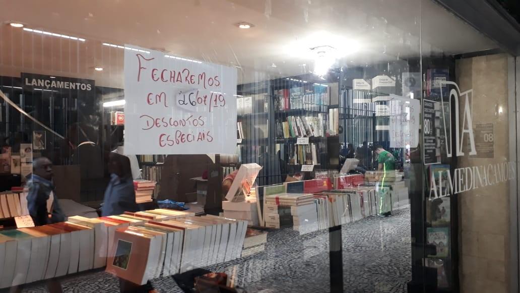 Livros estão sendo vendidos com descontos
