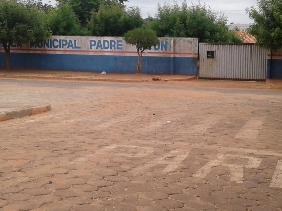 Rato morto foi encontrado dentro de caixa d'água que abastece escola em Axixá do Tocantins — Foto: Divulgação