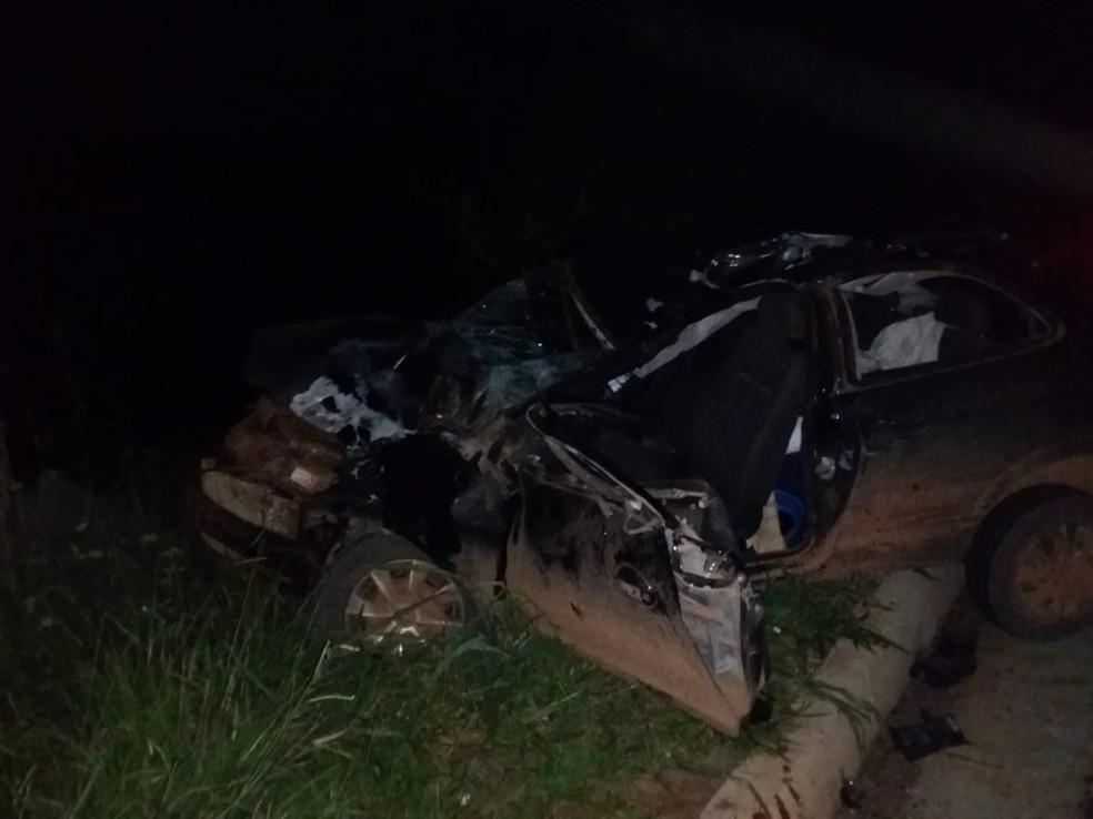 Acidente com carro e moto na rodovia Raposo Tavares deixa três mortos em Itaí — Foto: Corpo de Bombeiros/Divulgação