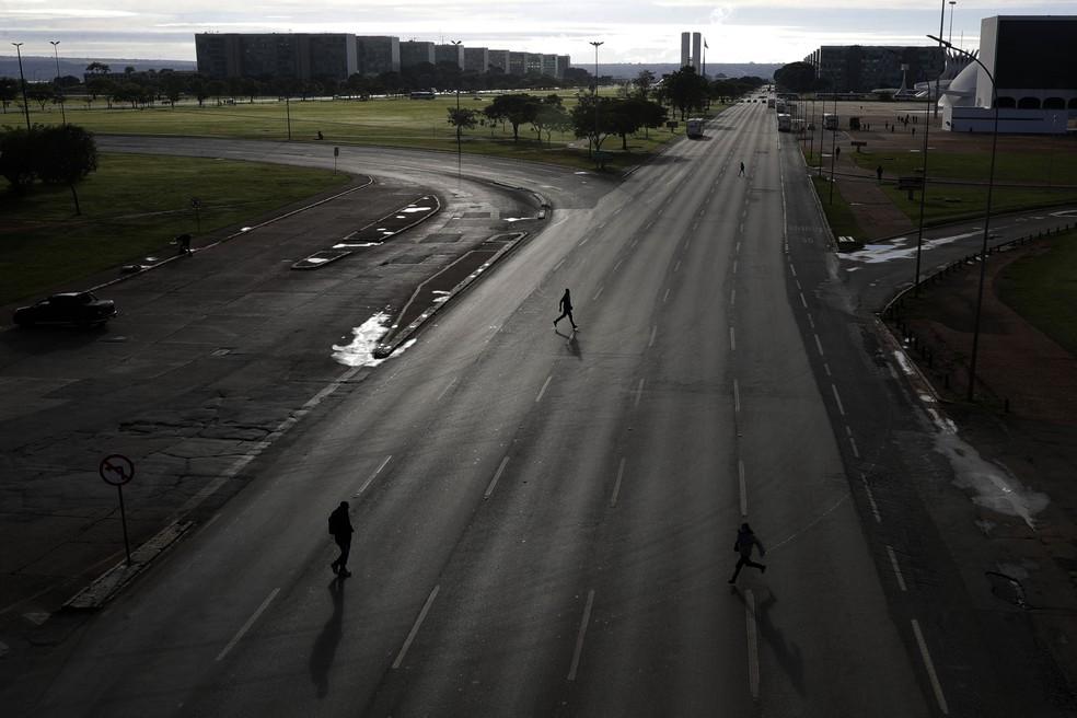 Esplanada dos Ministérios no dia 1º de março, após decretação do isolamento rígido — Foto: AP Photo/Eraldo Peres