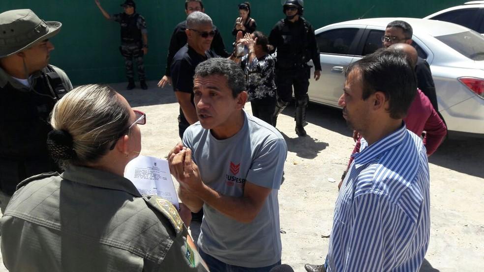Representantes do Sinpoljuspi informaram que greve está mantida e atendimento está em 60% (Foto: Júnior Feitosa /G1 PI)