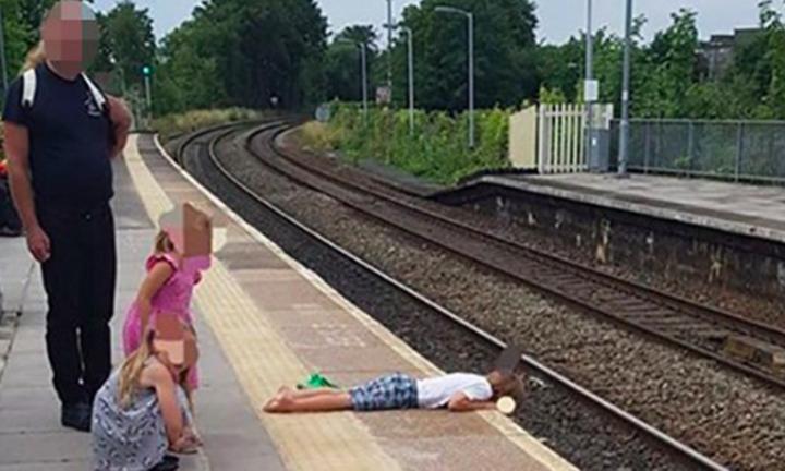 A imagem feita por Tim Brown na estação de trem mostra o perigo (Foto: Reprodução Facebook)